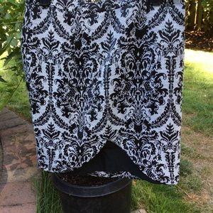 Forever 21 skirt black white tulip hem lined